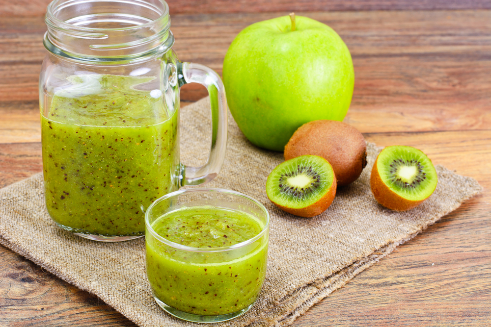 green applw kiwi fruit and smoothie
