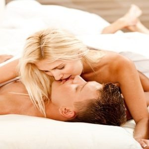 preview-full-shutterstock_38625241 couple sex in bed kissing