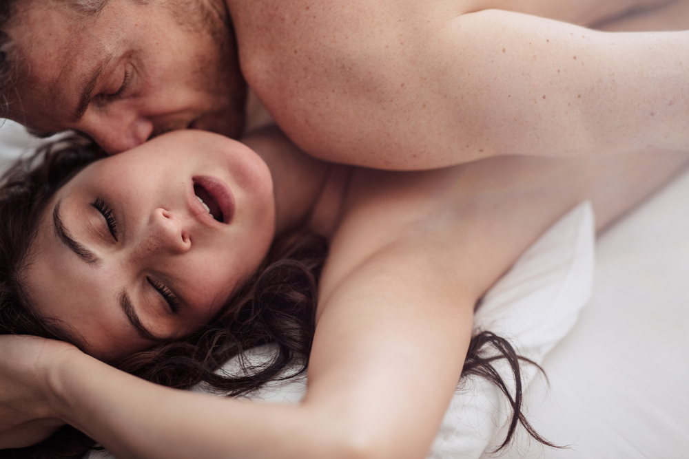 couple having sex woman is pleasured thanks to Progentra